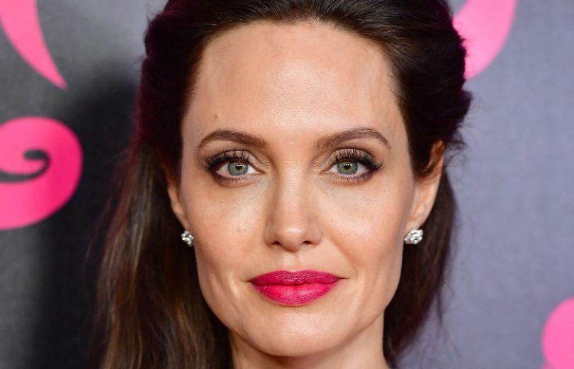 Образ дня: Анджелина Джоли в пальто Max Mara