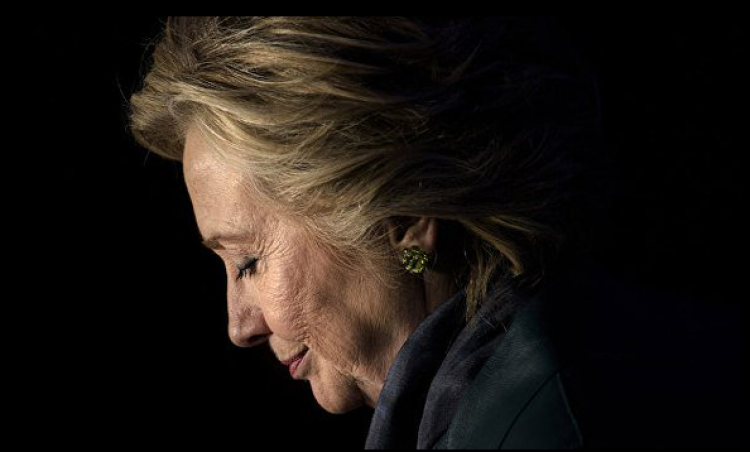 «Фантастический провал»: эксперты предрекают скорый закат клана Клинтонов