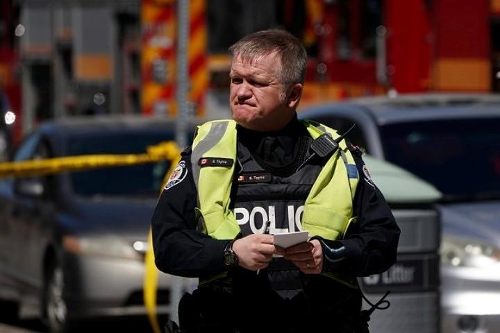 СМИ: Жертвами наезда микроавтобуса на людей в Торонто стали пять человек