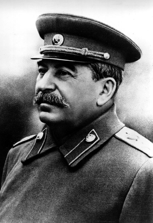 Пока президент не поменяет экономический курс, Сталин будет набирать популярность год от года