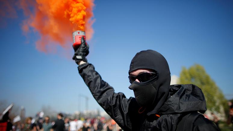 Французский адвокат: на фоне волнений и протестов французская власть демонстрирует бессилие