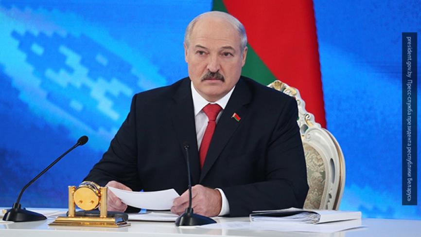 «А тех, кто не может, будем лечить»: Лукашенко потребовал трудоустроить супругов и любовников