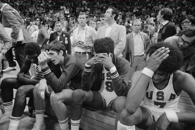 Почему американские баскетболисты уже полвека не забирают свои олимпийские медали?
