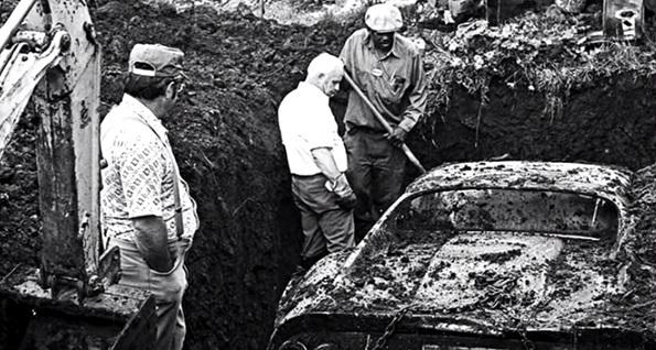 Детки копали яму возле дома …