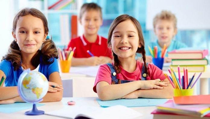 Учитель спрашивает свою ученицу, почему она не американка
