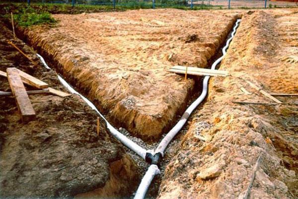 глиняная почва на участке