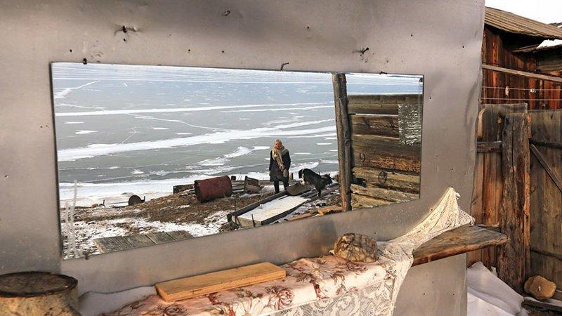 Любовь Николаевна говорит, что Байкал дает ей счастье и хорошее настроение байкал, истории людей, коньки, лед на Байкале, люди, пенсионерка, россия, удивительные люди