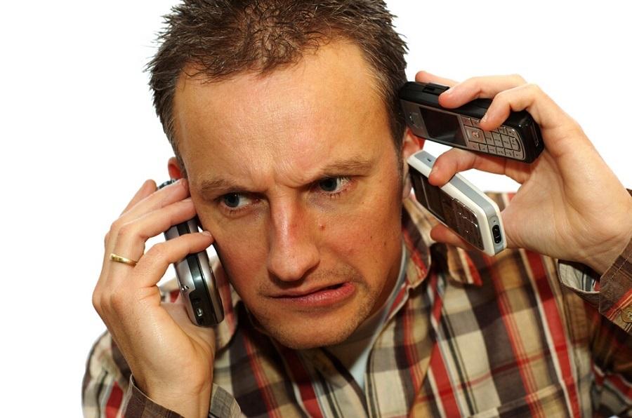 Мужчины с кнопочными телефонами  -  нищие или жадные?