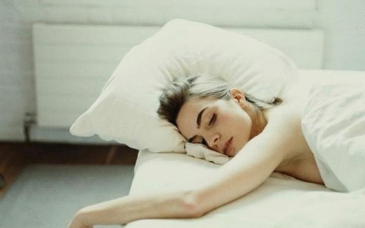 Если регулярно спать без одежды, организм отреагирует особенным образом