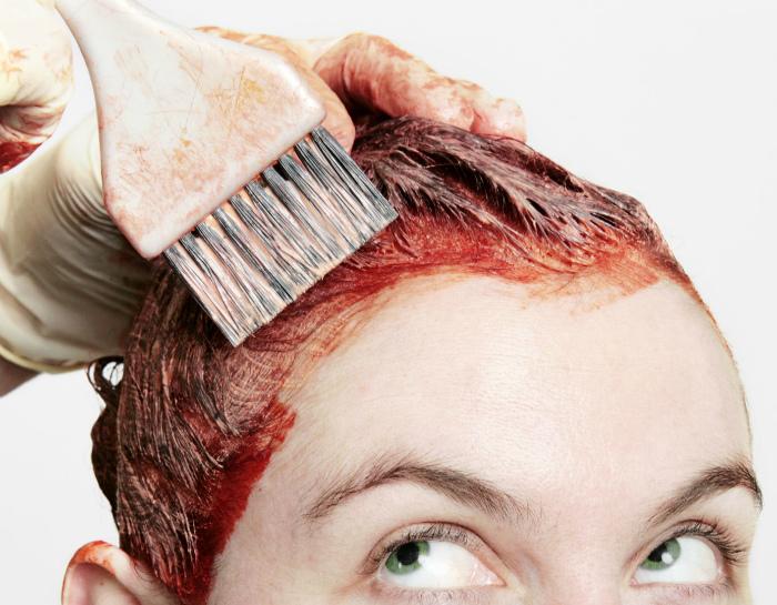 Смыть следы краски для волос.