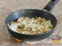 Фото приготовления рецепта: Салат с кальмарами и шампиньонами - шаг №3