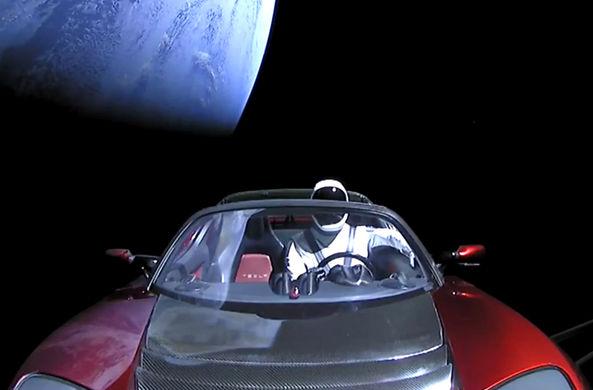 Эксперт оценил шансы Tesla Roadster на «выживание» в космосе