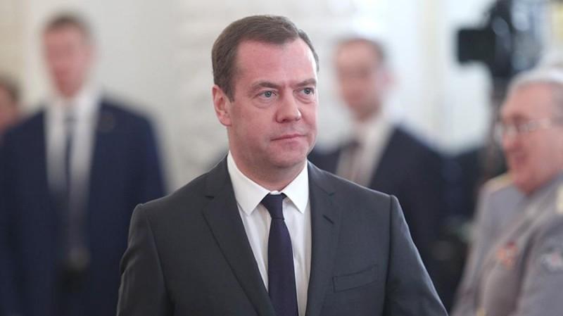 Медведев предложил запретить американские товары