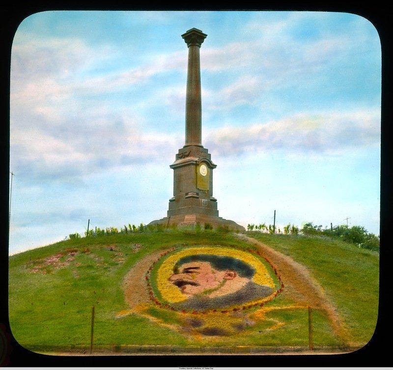Монумент в парке Шевченко (бывшем Александровским) с портретом Сталина в цветах Бренсон ДеКу, кадр, люди, одесса, фото, фотограф