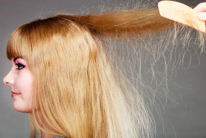 Избавить волосы от статического электричества.
