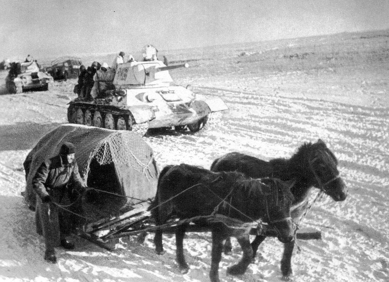 — Дед, тебе помощь нужна? — Сынок, мои лошадки скоро сами вам помогать будут! Езжайте дальше.. Там немцы наступают!