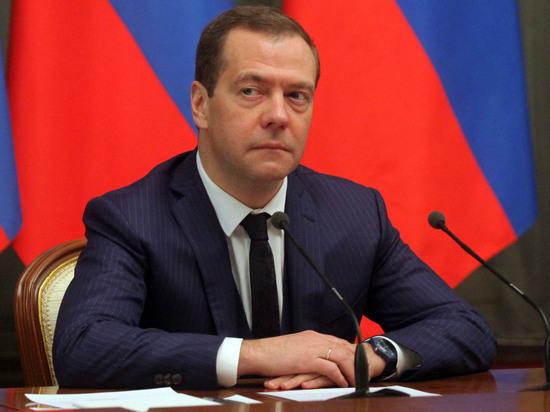 Источник в Госдуме: Путин выдвинет кандидатом в премьеры Медведева