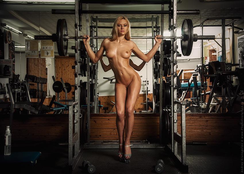 Сисястые Девочки Обнаженные Занимаются Спортом