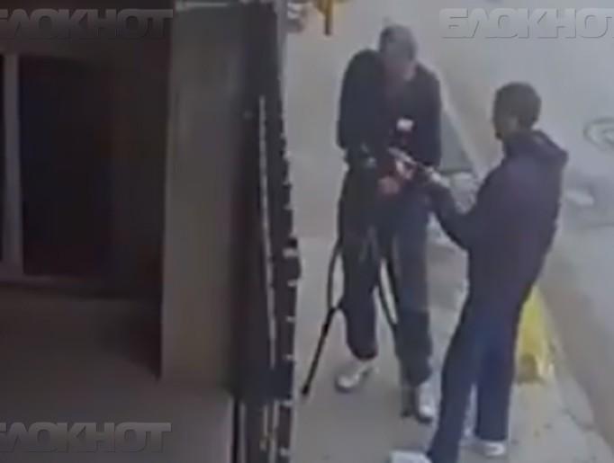 Юноша ограбил старика-инвали…