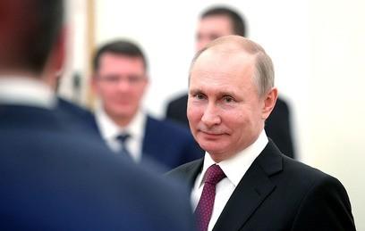 Путин пошутил на встрече с выпускниками программы кадрового резерва