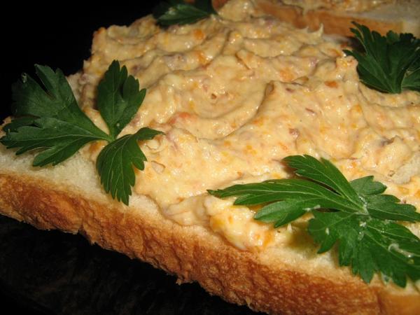 Бутерброды с селедочной икрой