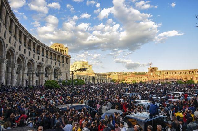 И.о. министра спорта Армении присоединился к протестующим