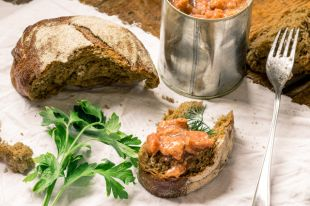 Что мы едим? Какие «сюрпризы» может содержать батон хлеба или банка тушёнки