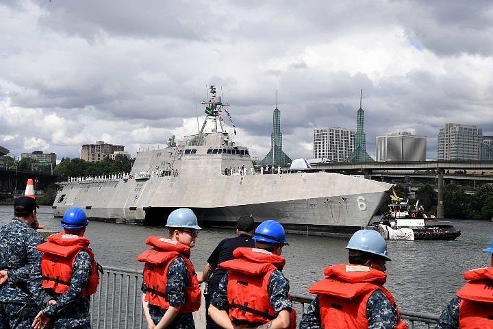 В США ввели в строй десантный корабль, который оборудуют лазерной пушкой