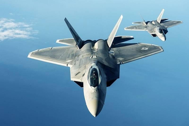 """Если бы не F-22... """"Уникальные возможности"""" самолета помогли удару США по Сирии"""