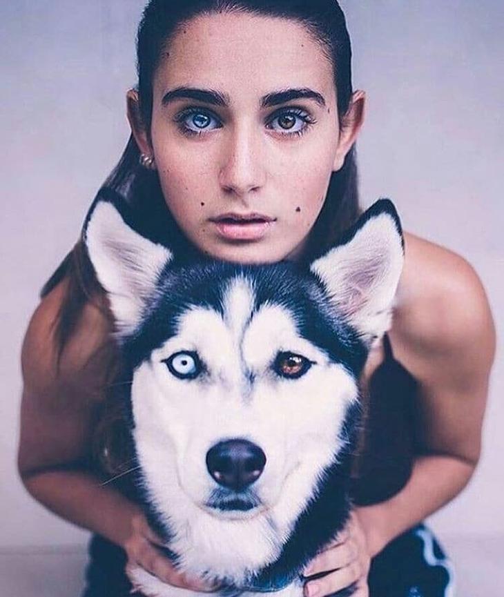 6. Девушка и пес с одинаковой гетерохромией - аномальной пигментацией радужной оболочки глаза Забавные фото, забавные фотки, неожиданные, смешные фото, удивительные фото