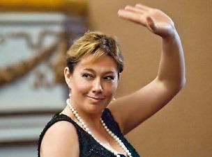 55-летняя  телеведущая Арина Шарапова похудела на 11 килограмм: вот это сила воли!