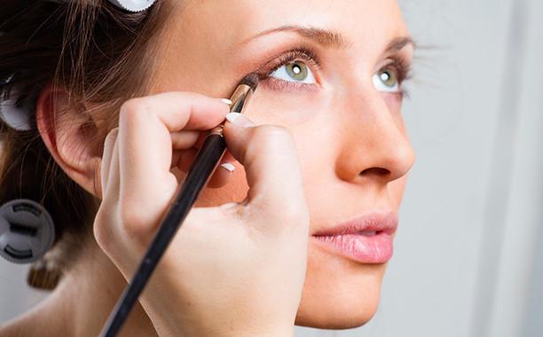 Как правильно красить глаза тенями: 7 советов для безупречного макияжа