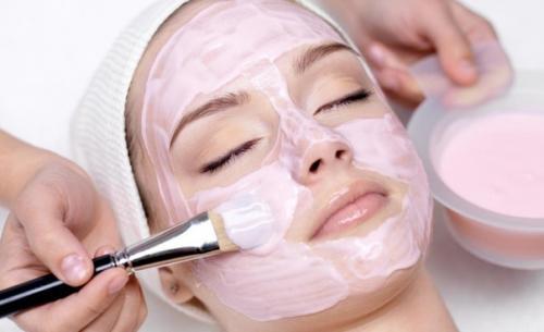 Тонизирующие маски из морской соли или капустной кашицы.