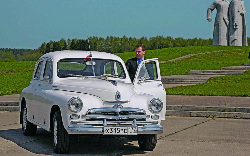 Личные гаражи Медведева и его министров