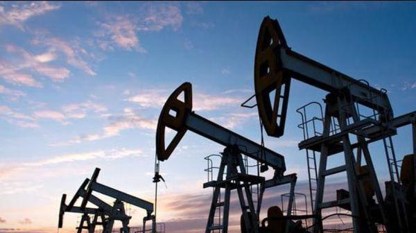 Двойной удар: американская нефть дешевеет как на распродаже