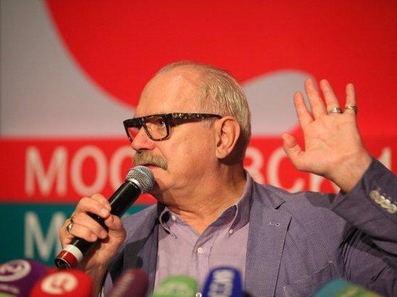 Замдиректора «Ельцин Центра» подаст в суд на Михалкова