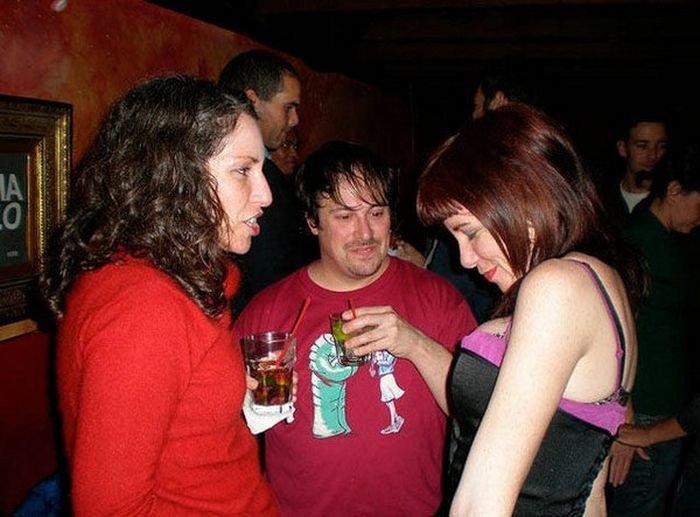 Мужчины пялятся на женскую грудь (32 фото)