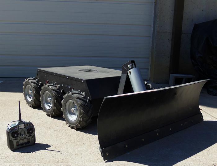 Робот-снегоуборщик SuperDroid.
