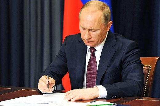 Путин подписал закон о повышении МРОТ до прожиточного минимума с 1 мая