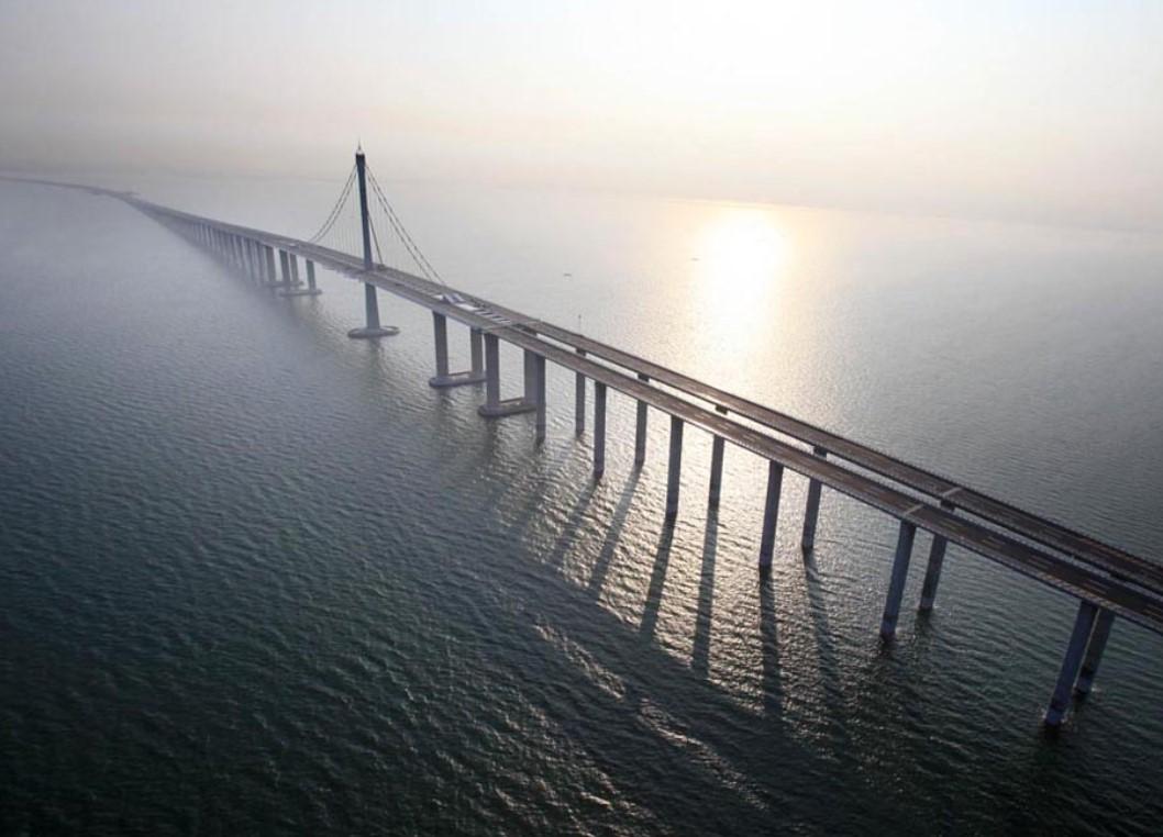 Завершено строительство самого длинного морского моста в мире