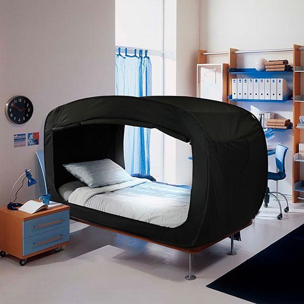 Эта кровать-палатка превращается в уютное убежище, когда вам хочется спрятаться от всех и побыть в уединении