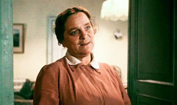 Увидев совершенно голую актрису на экране, Сталин вынес свой вердикт. Елена Максимова