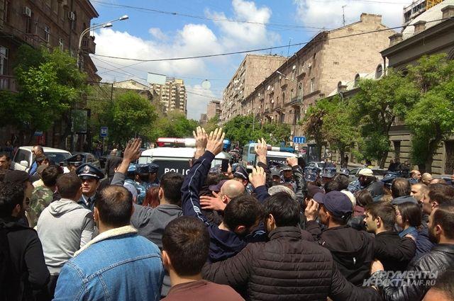 И.о. премьера Армении предлагает провести внеочередные выборы в парламент