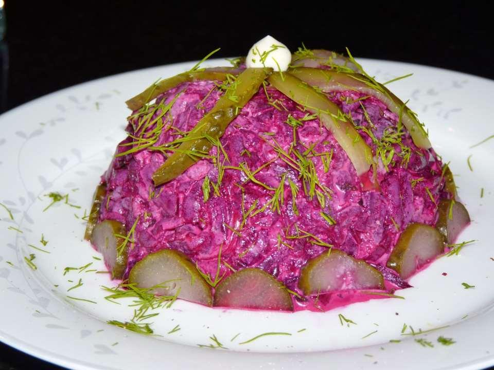 Свекольный салат c чесноком