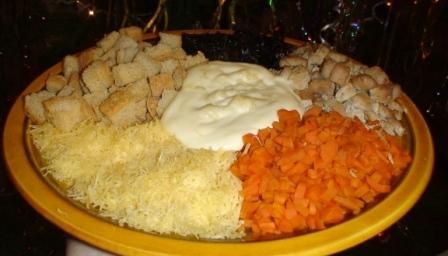 """Салат """"Вкусные горки"""" (с сухариками)"""