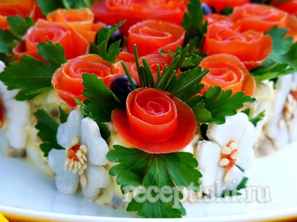 Украшение салата - розы из помидоров
