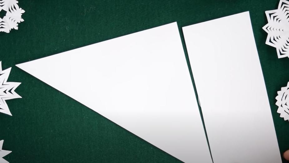 Как сделать снежинку из бумаги легко и красиво