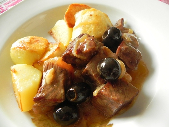 Говядина с оливками
