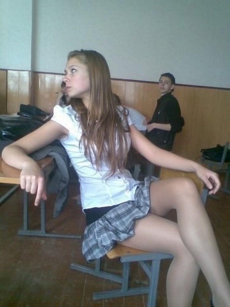 Засветы русских девушек в юбках