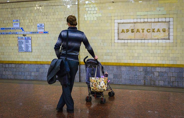 Минтранс планирует запретить перевозить детей в колясках в метро